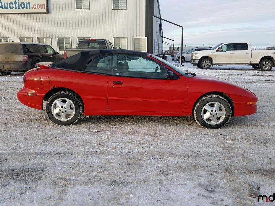 1998 Pontiac Sunfire Convertible Lot 32